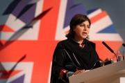 وزيرة بريطانية سابقة: حاكموا جنودنا الذين يقاتلون مع إسرائيل