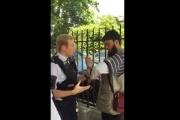 بالفيديو ... بريطانيا: توقيف شاب مسلم لارتدائه