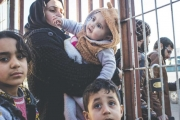 مشكلات السوريين في تركيا محدودة... و«تسييس» الملف بين الجنسية والتحريض