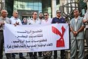 موظفو السلطة الفلسطينية بغزة يرفضون قرار إحالتهم لـ'التقاعد المُبكّر'