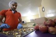 هذا هو حل سمير حرفوش لأزمة التفاح: رقائق صحيّة