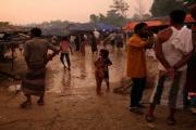 الروهينغا الفارون من ميانمار يبنون «منازل خيزران» في بنغلادش