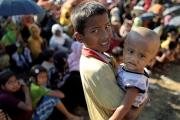 فرَّ حاملاً شقيقه الرضيع 6 أيام! قصة طفل روهينغي عمره 7 سنوات في رحلة الهرب إلى بنغلاديش