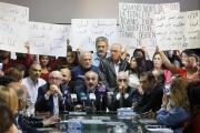 التلامذة أصبحوا متاريس... بعد إضراب الأساتذة الأهالي يعتصمون الأحد