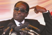 جيش زيمبابوي ونائب موغابي يستعدان للحكم