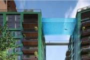 لأول مرة في العالم.. حوض سباحة معلّق!