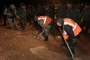 بالصور - اكتشاف مقبرتين جماعيتين تضمان عشرات الجثث غرب الرقة السورية