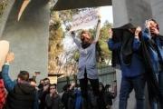 لوموند: الاحتجاجات كشفت عورة طهران