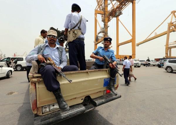 ميليشيات الحوثي  في اليمن تعتدي بالضرب على تظاهرة نسائية في صنعاء تندد بقمع الميليشيات للمواطنين