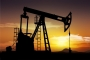 النفط يهبط من مستوى يوم الخميس الأعلى منذ كانون 2014