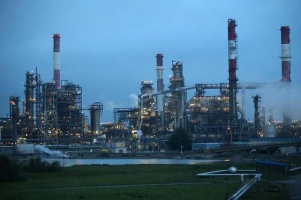 قلق في آسيا مع بلوغ النفط 70 دولارا للبرميل