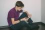 ابن يقاضي أمه بسبب نشرها صوره على النت
