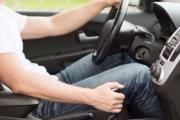 10 أشياء يجب أن تتوقف عن فعلها قبل وأثناء قيادتك للسيارة