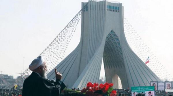 15 شخصية إيرانية تدعو لاستفتاء لتحديد شكل الحكم بإيران