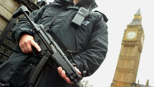 وسائل إعلام بريطانية: الشرطة تتعامل مع طرد مشبوه في مقر البرلمان