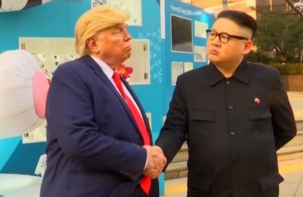 ترامب وكيم جونغ يسيران معا في شوارع سيئول (فيديو)