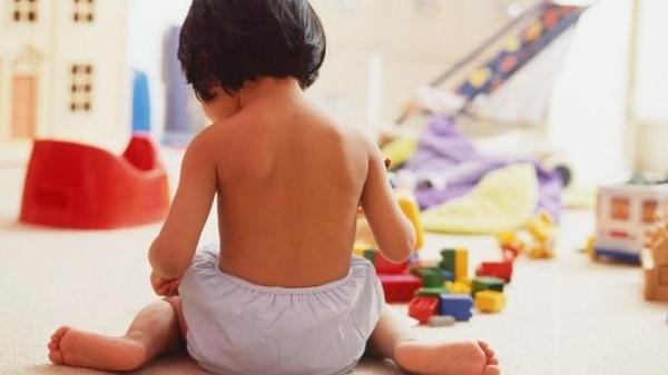 لصحة أطفالكم.. احذروا هذه الوضعية لجلوسهم أمام التلفاز