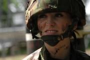 ملكة جمال بريطانية شاركت بحرب العراق: هذا ما فعله زملائي بي
