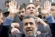 أحمدي نجاد يطالب خامنئي بانتخابات مبكّرة