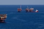 سفن حربية، وتهديدات، وصفقات بمليارات الدولارات.. التسابق على الغاز في شرق المتوسط يشعل توترات بين دول المنطقة