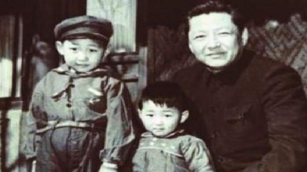 شي جينبينغ: الرئيس الذي عاش في كهف