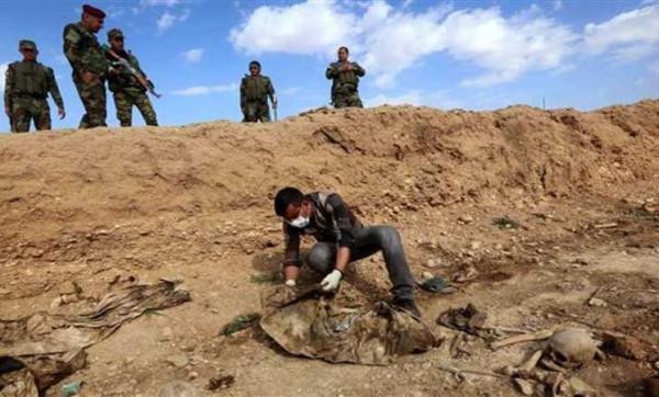 العثور على مقبرة تضم رفات 72 رجل أمن عراقيا شمال الموصل