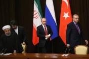 «الخصم والحكم».. كيف تحاول موسكو أن تبدو وسيطًا بين الجميع في سوريا؟