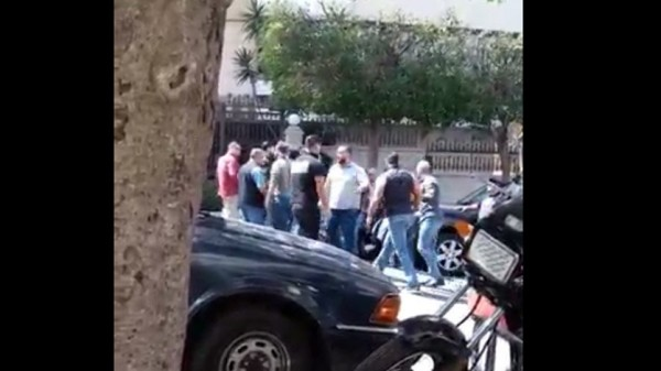 بالفيديو ... بعد اشكال البربير، تدافع وتلاسن في كاراكاس