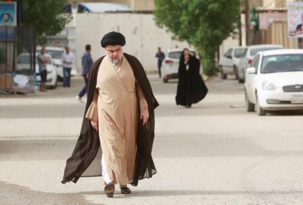 مقتدى الصدر.. صانع الملوك في العراق عاد ليكون الملك
