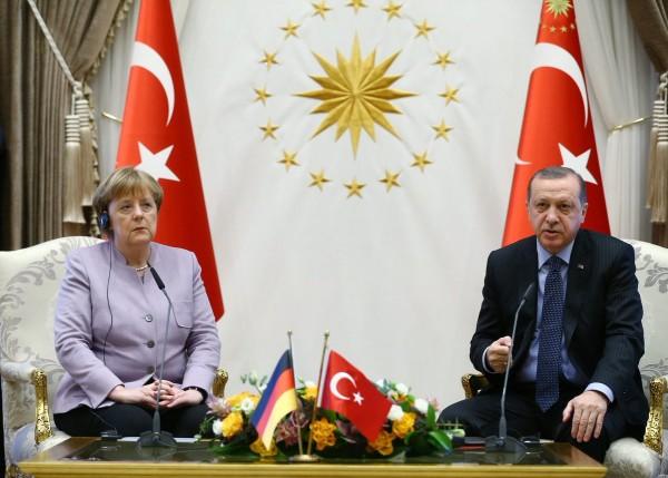 أردوغان وميركل أكدا أن الوضع الحالي صّعب من ايجاد حل للصراع الفلسطيني الإسرائيلي