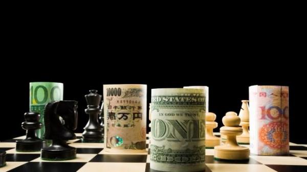 الدولار يواصل التحليق ويضغط على العملات المنافسة