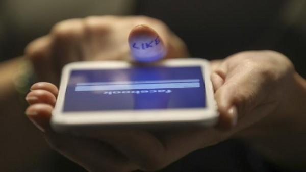 'فيسبوك' تستغل بيانات شخصية حساسة في الإعلانات