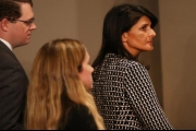 بالفيديو ... طلاب أميركيون يواجهون هيلي: أنت شريكة في المجازر الإسرائيلية ويداك ملطختان بالدماء