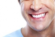 ما هي أكثر العلاجات المنزلية فعالية لتبييض الأسنان؟