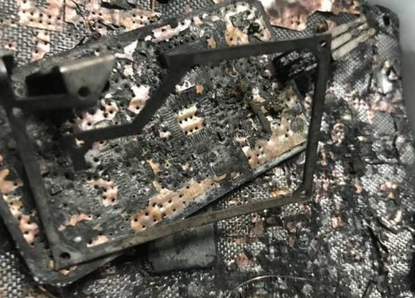 إنفجار جديد لهاتفي سامسونغ داخل سيارة
