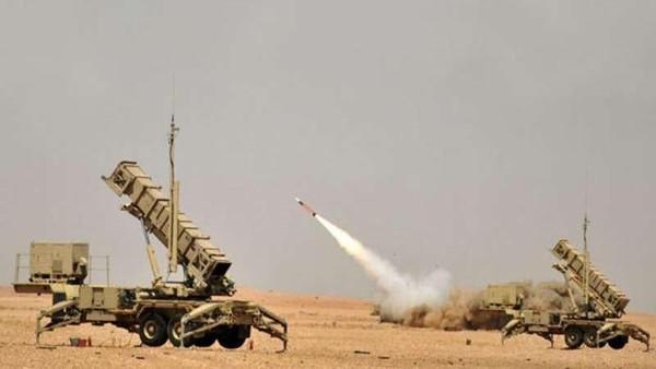 قوات الدفاع الجوي السعودي تعترض صاروخا بالستيا أطلقته ميليشيات الحوثي باتجاه خميس مشيط