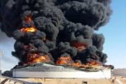 من يمتلكها يمتلك ليبيا.. ميلشيات مسلحة ليبية تشعل النار في آبار النفط وباتفاق باريس أيضاً!