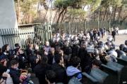 أحكام 'مشددة' بالسجن لطلبة إيرانيين قالوا 'لا للغلاء'