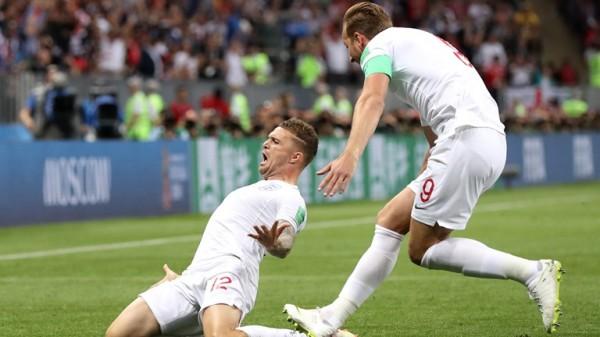 بالفيديو ... انكلترا تتقدم بهدف مبكر من ضربة حرة على كرواتيا 1 - 0