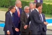 الاتحاد الاوروبي يوضح سبب تعثر يونكر في قمة الاطلسي
