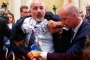 طرد صحفي فلسطيني خلال مؤتمر ترامب وبوتين.. لماذا؟