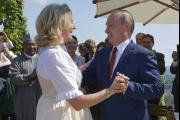 بوتين بين امرأتين... زواج في النمسا و'حوار صعب' في ألمانيا