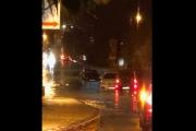 بالفيديو ... أمطار غزيرة حولت شوارع بيروت الى أنهار