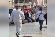 الاحتلال يعتقل شابًا من القدس بحجة ارتداء العلم الفلسطيني