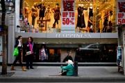 تجار بيروت يطلقون صيحة فزع: المتسولون يحتلون شارع الحمرا