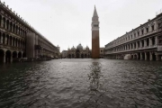 بالصور.. فينيسيا تغرق بفيضان 'تاريخي'