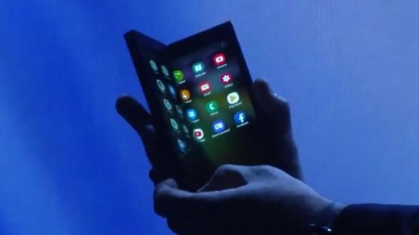 سامسونغ تكشف عن هاتفها القابل للطي