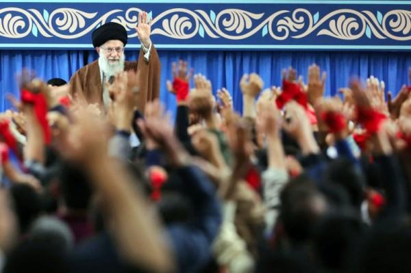 واشنطن تخير النظام الإيراني بين العقوبات أو التفاوض وتغيير سلوكه