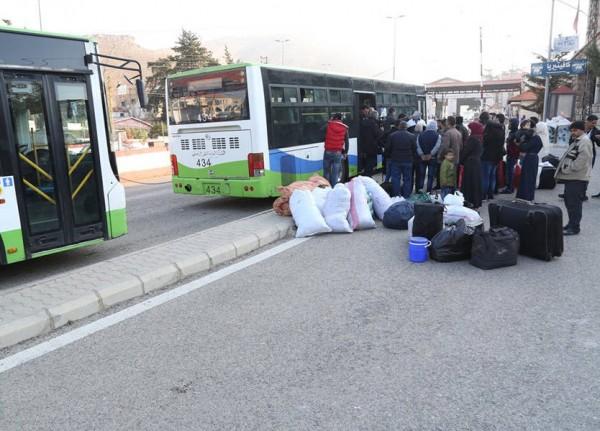 بالصور ... الأمن العام: تأمين العودة الطوعية لـ 265 نازحاً سورياً