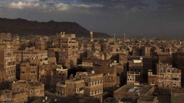 تحت تهديد السلاح.. مساجد صنعاء تبث خطاب الحوثي